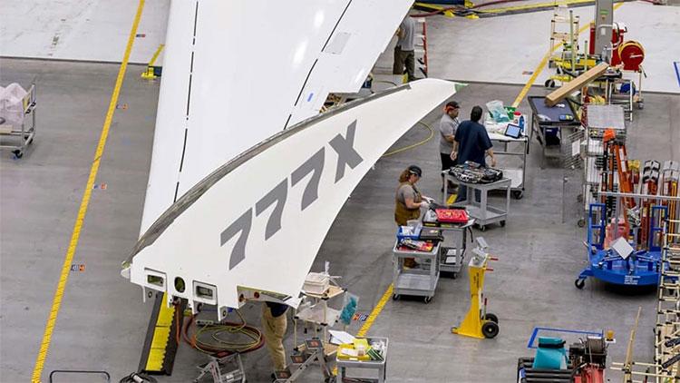 777-9X có thiết kế cánh gập giúp tăng lực nâng.
