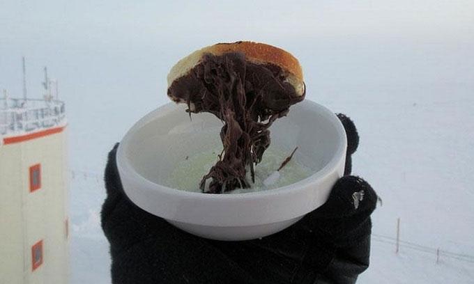 Tiến sĩ Cyprien Verseux chia sẻ hoạt động nấu ăn ở vùng cực