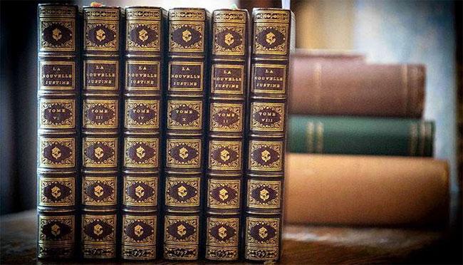 Sáu cuốn sách khiêu dâm có hình minh họa nóng bỏng của Hầu tước de Sade vừa được tìm thấy lại.