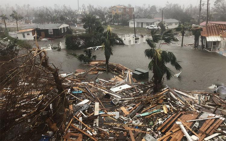 Cơn bão nhấn chìm nhiều đảo bang Florida.