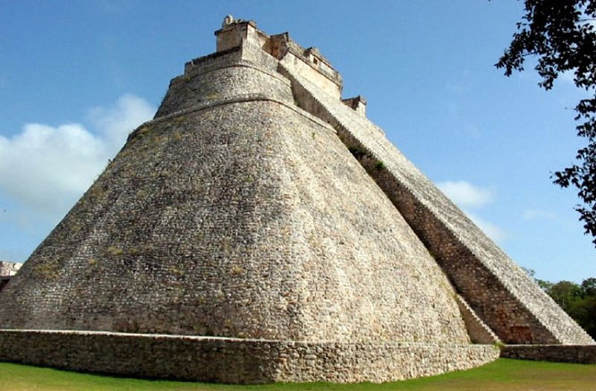 Kim tự tháp Pháp sư