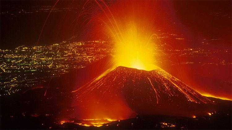 Núi lửa Etna hoạt động liên tục suốt hàng nghìn năm.