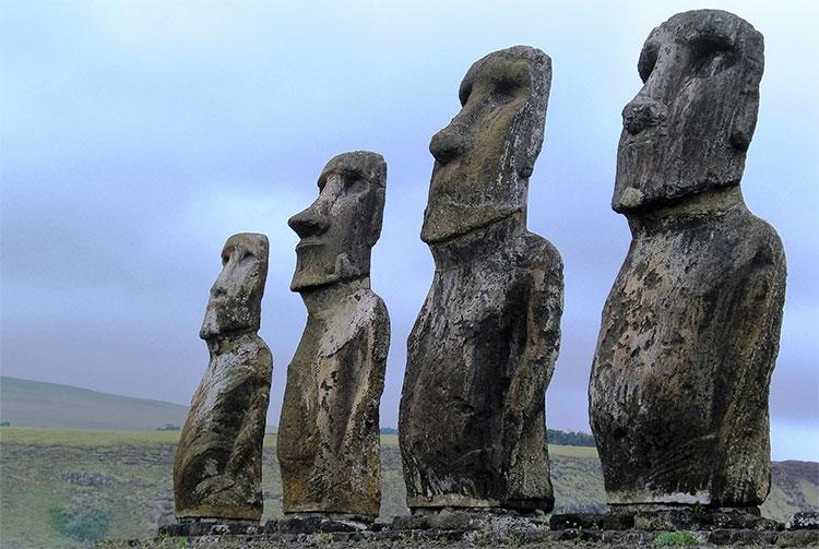 Tượng đá Moai