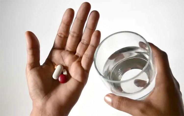 Thuốc chống cảm vắng kết hợp với thuốc kháng sinh Cephalosporins gây tổn hại gan.