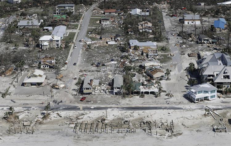 Nhiều công trình bị phá hủy trong cơn bão được đánh giá là tồi tệ nhất trong vòng 50 năm qua.