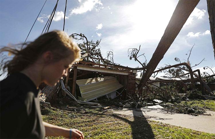 Một ngôi nhà bị bão thổi chỉ còn trơ trọi khung