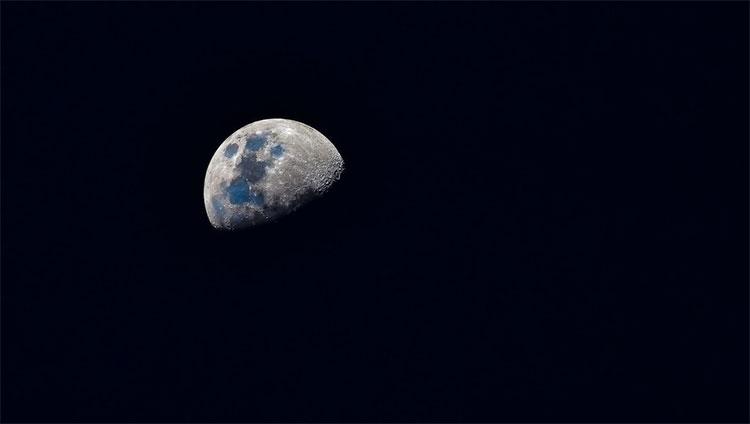 Mặt trăng của Mặt trăng còn được gọi là moonmoon.