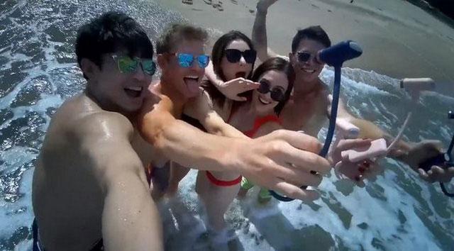 Chụp selfie nhóm đông với OPPY dễ dàng.