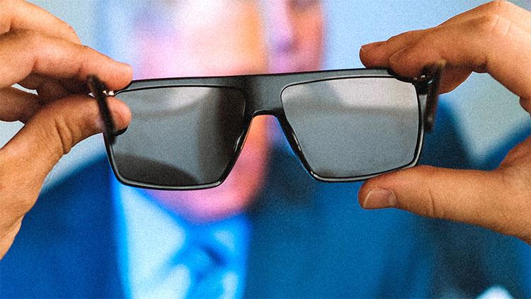 Khi đeo kính IRL lên, bạn sẽ nhìn màn hình như thể nó đã bị tắt rồi vậy.