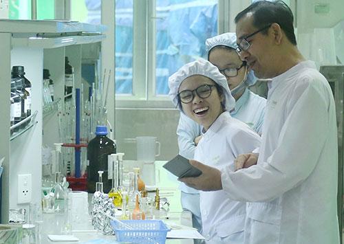 Nhà khoa học nữ ngày càng thể hiện vai trò quan trọng trong các nghiên cứu khoa học.