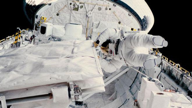 Cú spacewalk làm nên lịch sử của Kathryn D. Sullivan.