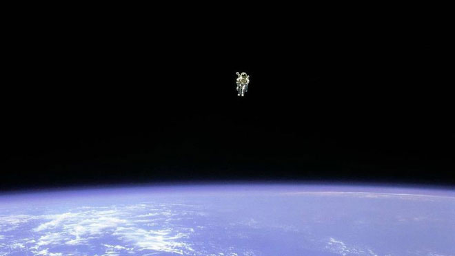 Bruce McCandless bay solo.
