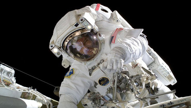 Xây dựng trạm không gian quốc tế ISS cần nhiều thời gian.