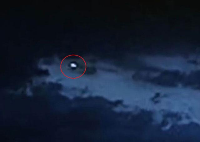 Vật thể bay không xác định trên bầu trời thành phố Mexico
