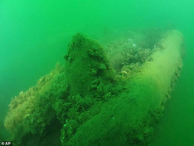 Con tàu cổ Lake Serpent bị đắm dưới hồ Erie từng được đồn đoán bị quái vật tấn công.