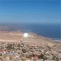 Khối ánh sáng lơ lửng giống vật thể ngoài hành tinh ở Chile