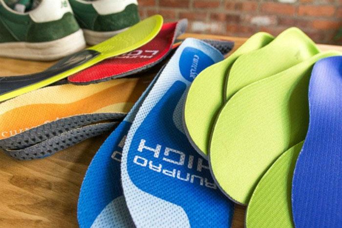 Các loại lót giày làm từ nhiều chất liệu với hình dáng khác nhau
