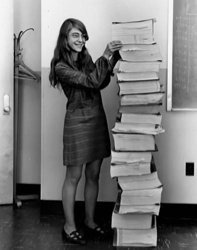 Nữ kỹ sư Margaret Hamilton làm việc cho NASA năm 1969