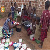 Choáng với người phụ nữ mắn đẻ nhất châu Phi: gần 40 tuổi có 44 con