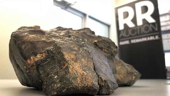 """Khối thiên thạch """"Mảnh ghép Mặt Trăng"""" được trưng bày tại Amherst, bang New Hampshire, Mỹ."""