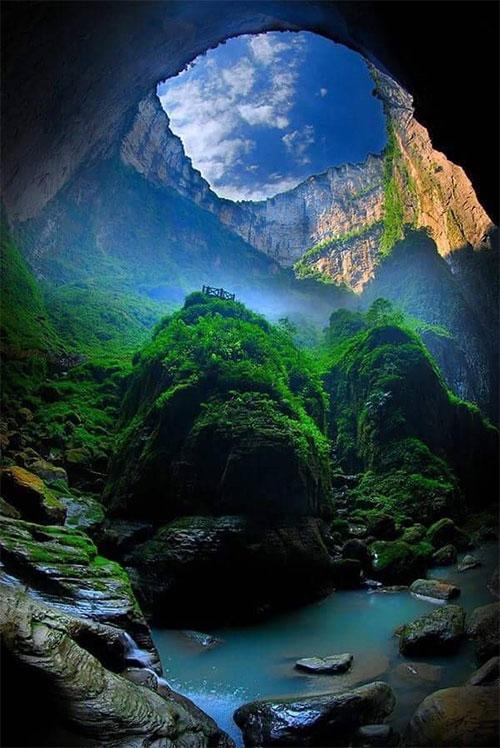 Xiaozhai Tiankeng - hố sụt tự nhiên lớn nhất thế giới.