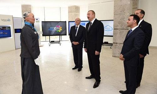 Sophia trò chuyện với tổng thống Ilham Aliyev.