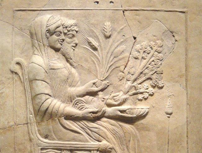 Tượng thần Hades và Persephone, trong đó Persephone được cho là đang cầm một nhánh cần tây.