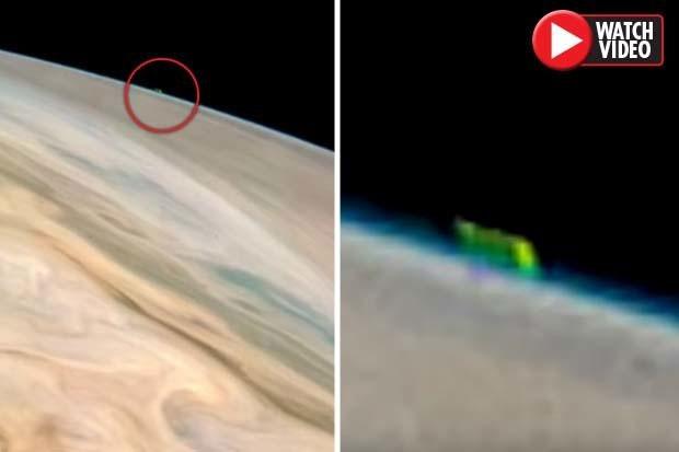 Vật thể bí ẩn màu xanh trôi nổi gần sao Mộc.