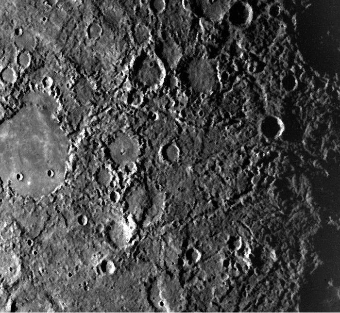 """""""Địa hình kỳ lạ"""" hình thành tại điểm đối cực của hố va chạm Caloris."""