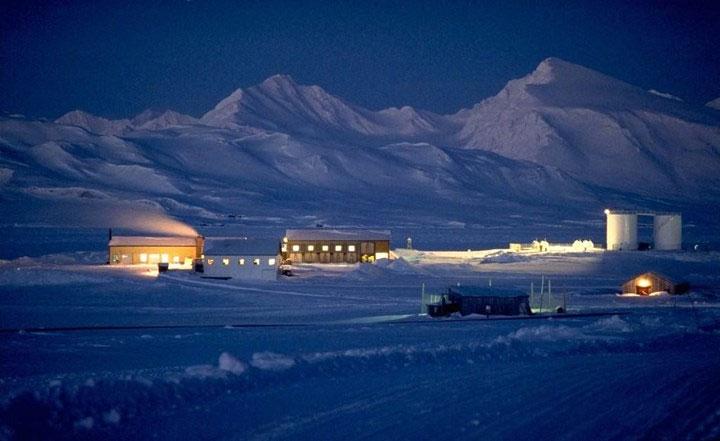 Svalbard, Na Uy, nằm giữa Na Uy và Bắc Cực