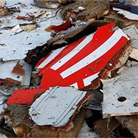 Indonesia tìm thấy càng đáp và một đoạn thân máy bay rơi xuống biển