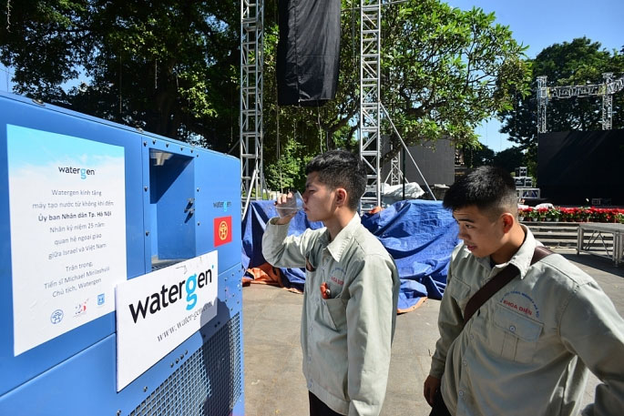 Nước tinh khiết được sản xuất bằng thiết bị này đảm bảo tiêu chuẩn của thế giới, có thể uống được ngay.