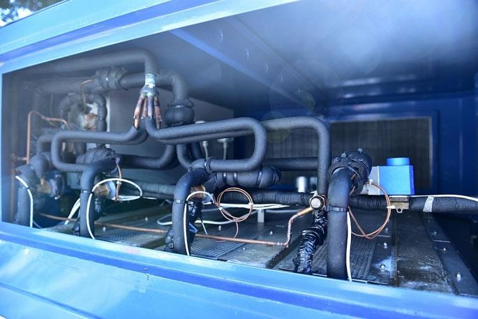 Ngoài sản xuất nước từ không khí, máy còn giúp giảm độ ẩm, làm sạch không khí.