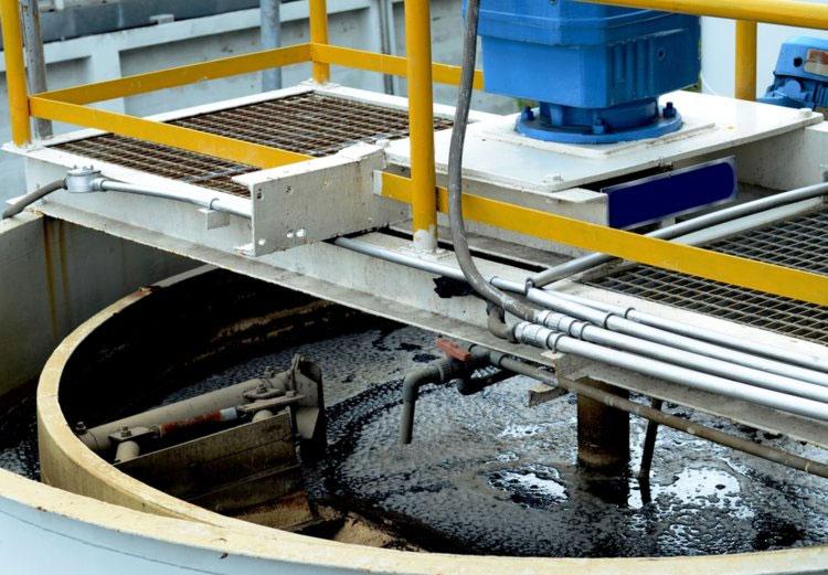 Công ty Ingelia xử lý chất thải như là bùn thải bằng áp suất và nhiệt độ cao để tạo ra than sinh học.
