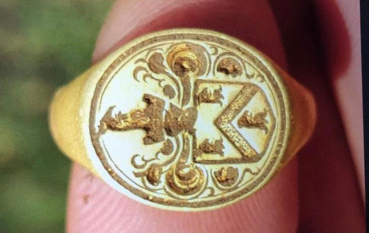 Nhẫn vàng cổ 500 năm tuổi