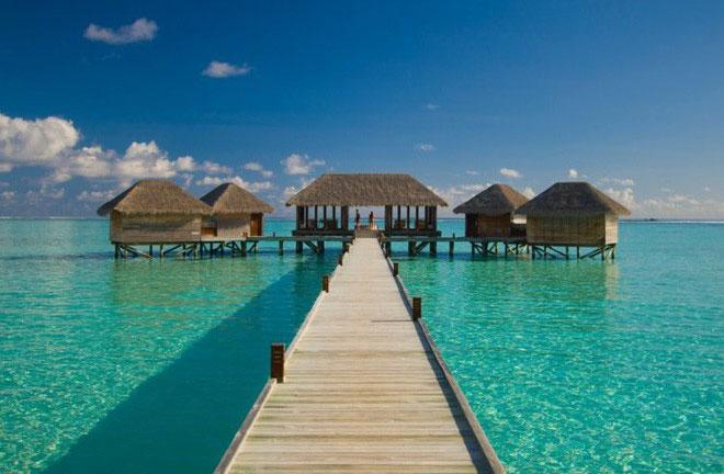 Du khách có thể đến The Muraka bằng thủy phi cơ riêng hoặc bằng thuyền cao tốc từ khu nghỉ dưỡng chính.