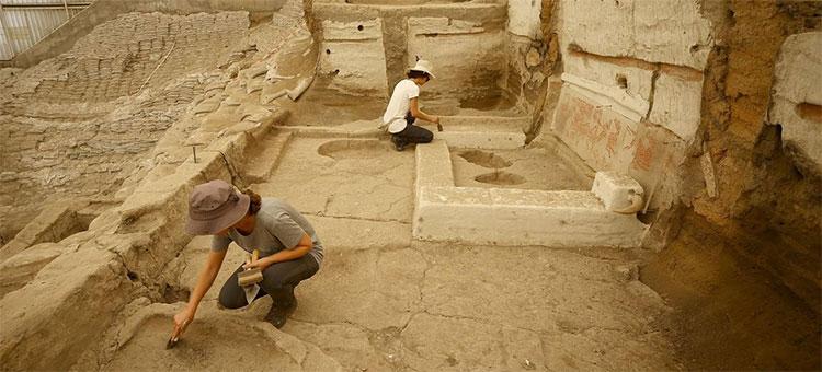 Các nhà khảo cổ tại Catalhoyuk, Thổ Nhĩ Kỳ, nơi phát hiện nhiều dụng cụ nhà bếp khác nhau của người tiền sử.