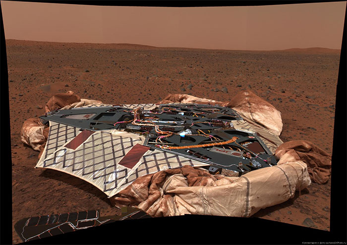 Robot Spirit đổ bộ lên sao Hỏa năm 2004.