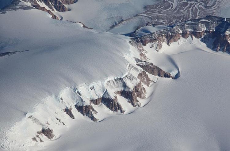 Dãy núi Transantarctic ở Nam Cực, nơi 52 viên thủy tinh thiên thạch được tìm thấy