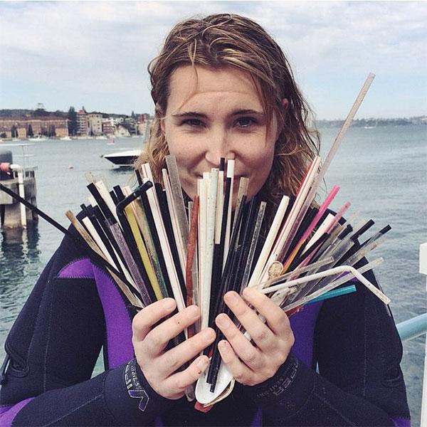 Nữ thợ lặn Kasey Turner đi bơi tại bờ biển Manly (Úc), tìm thấy 319 chiếc ống hút chỉ trong 20 phút.