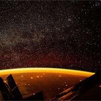 Quầng sáng vàng như mật bao phủ Trái đất trong ảnh ISS