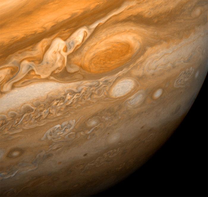 Ảnh chụp Vết Đỏ Lớn và những vùng xung quanh chụp bởi tàu Voyager 1