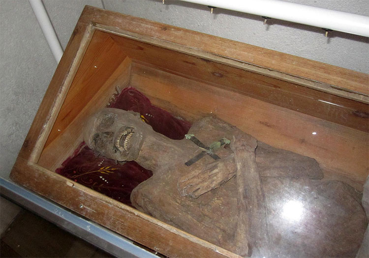 Xác chết linh mục Franz Xaver Sydler von Rosenegg.