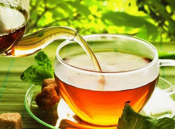 Trà, đặc biệt là trà xanh, rất giàu các hợp chất chống oxy hóa, có thể hạn chế tổn thương tế bào và tăng cường hệ miễn dịch