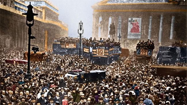 Thế chiến thứ I diễn ra giữa phe Hiệp Ước (Anh, Pháp, Nga, sau có Mỹ) và phe Liên Minh (chủ yếu là Đức, Áo - Hung).