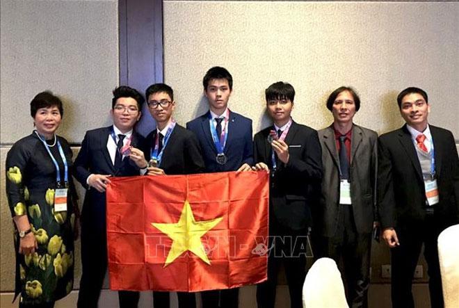 Đoàn Việt Nam dự thi Olympic về Thiên văn học và Vật lý thiên văn quốc tế 2018.