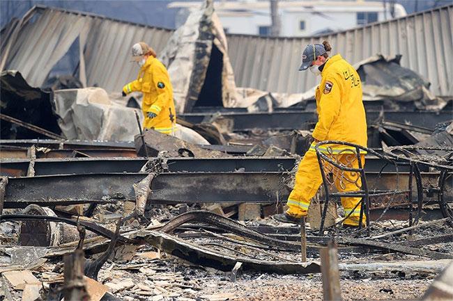 Ước tính có 435 công trình kiến trúc đã bị phá hủy ở phía tây của pháo đài Woolsey Fire ở Los Angeles.