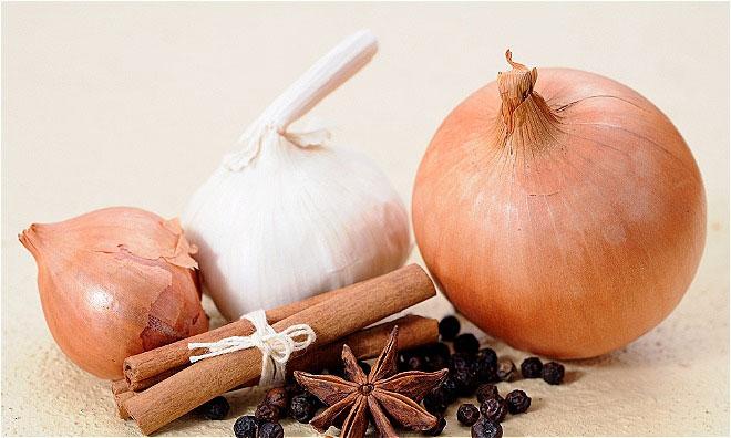 Quế, tỏi và hành tây tốt cho hệ miễn dịch.
