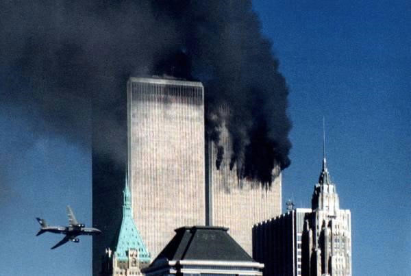 Không tặc đâm vào tòa tháp đôi trong vụ 11/9 tại New York, Mỹ.