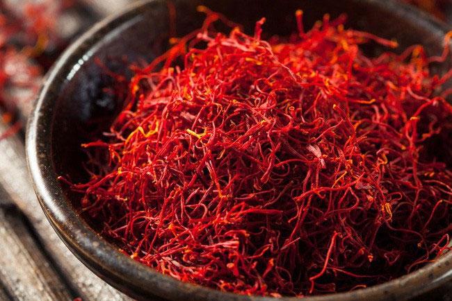Saffron là một loại gia vị được sản xuất từ nhuỵ hoa của cây nghệ tây.